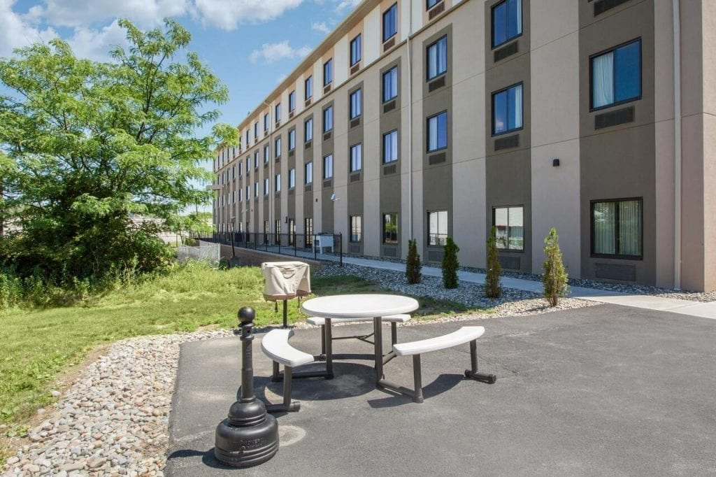 SLEEP INN & SUITES - CHOICE HOTELS - MIDDLETOWN NY Outdoor Area