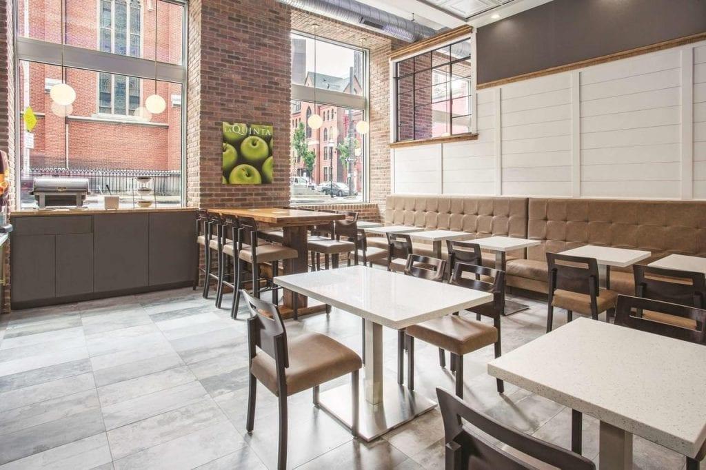 Wyndham - La Quinta dining area